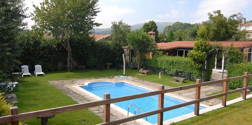 Hoteles rurales en galicia con piscina for Casas rurales alicante con piscina